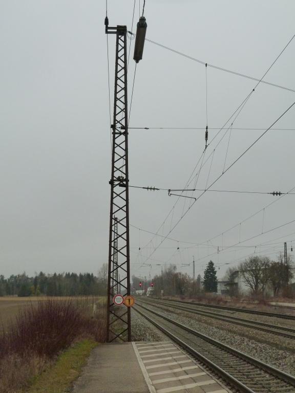 Bahnsteigbeleuchtung in Gersthofen