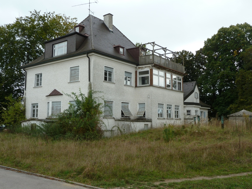Alte Villa beim Bahnhof Gersthofen